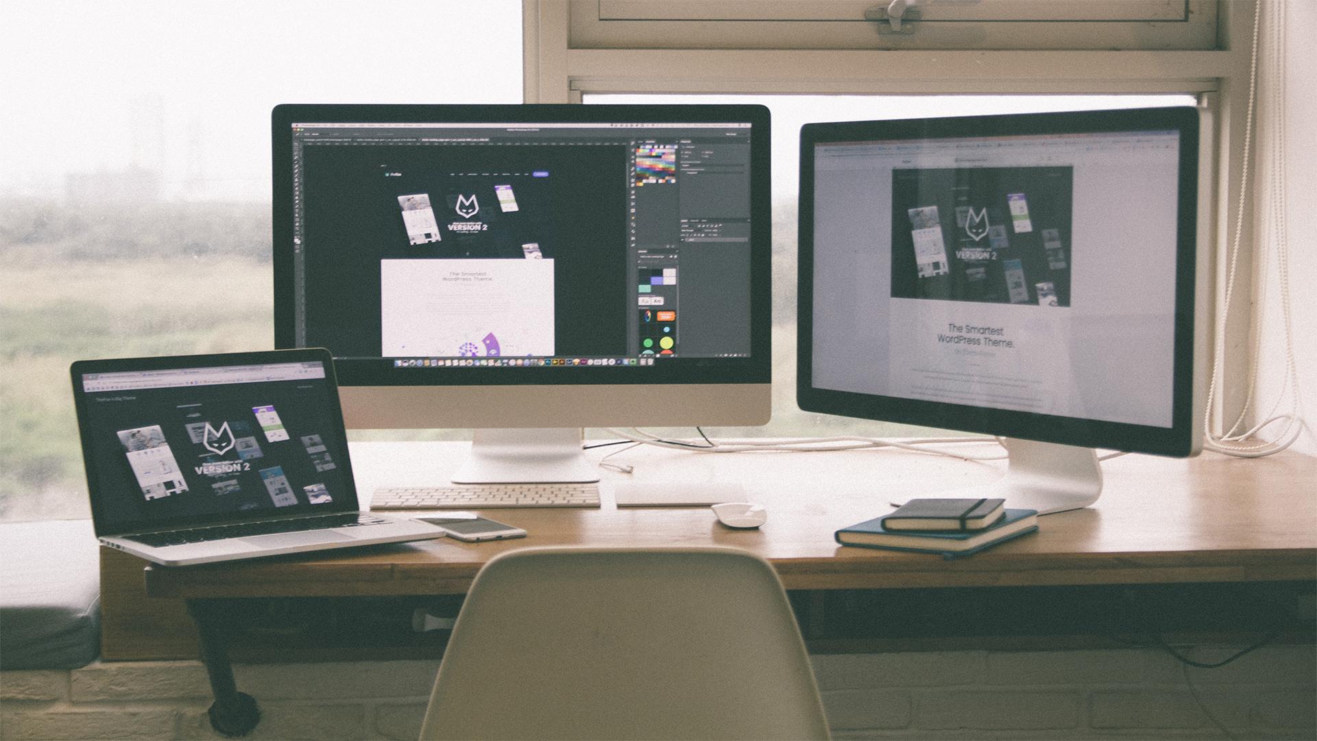 3 ordenadores con imagen